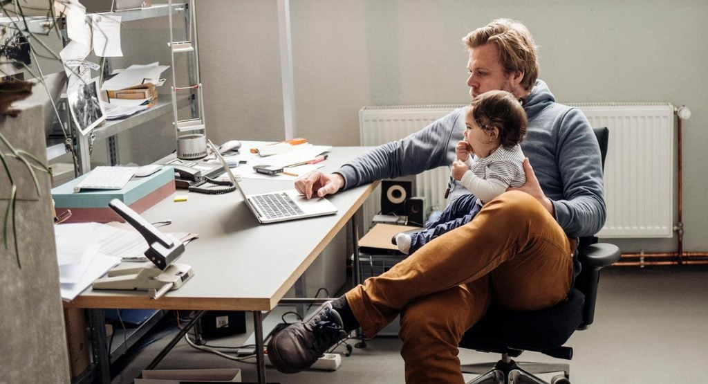 A Guide for Dads Who Return to Work After Paternity Leave