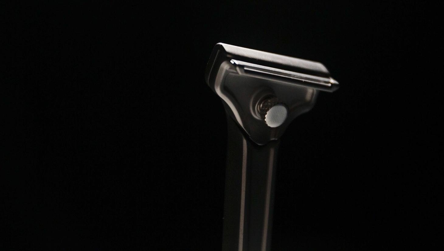 Single-blade razor