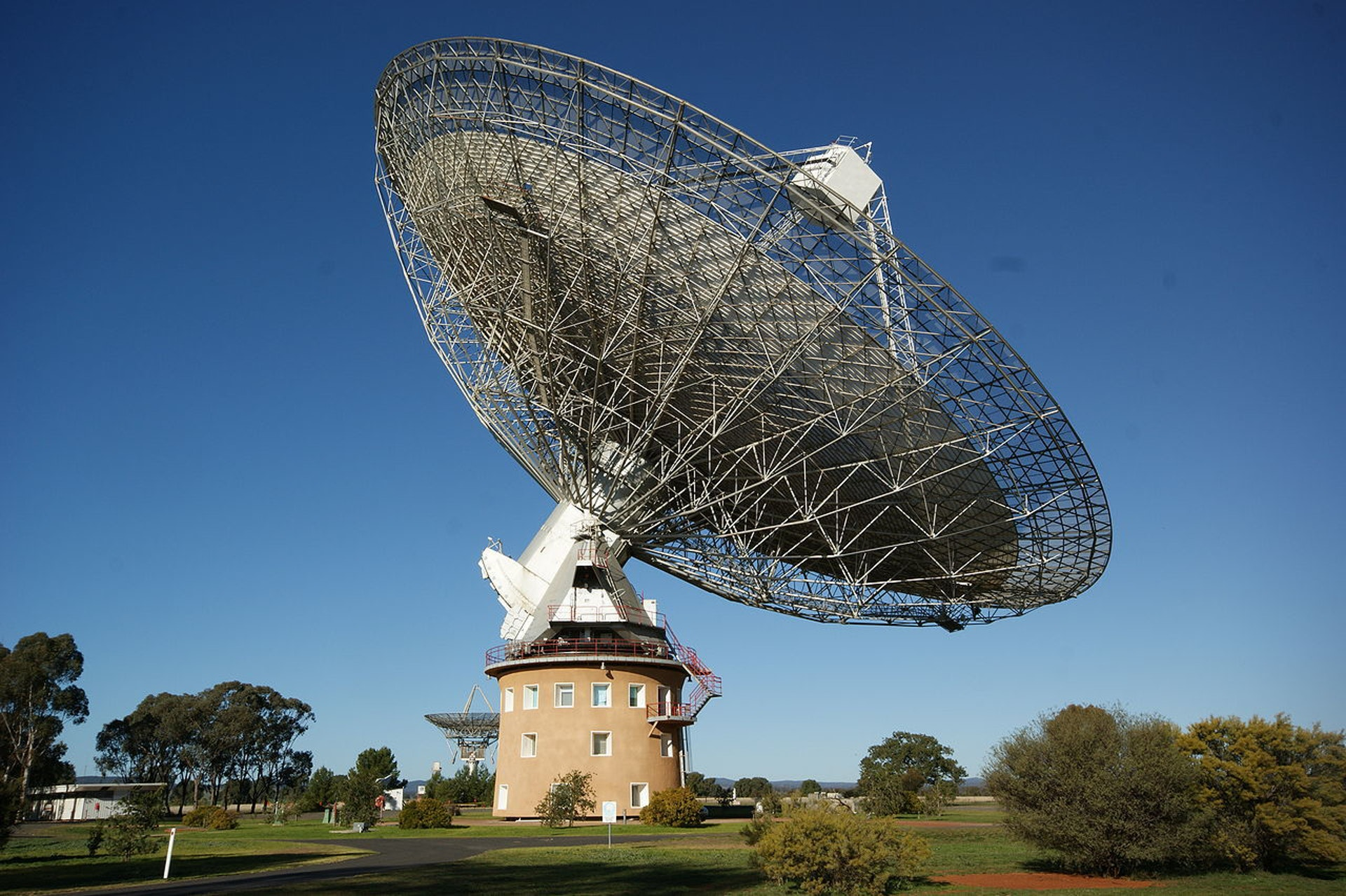 The radio telescope at Parkes Observatory in Australia